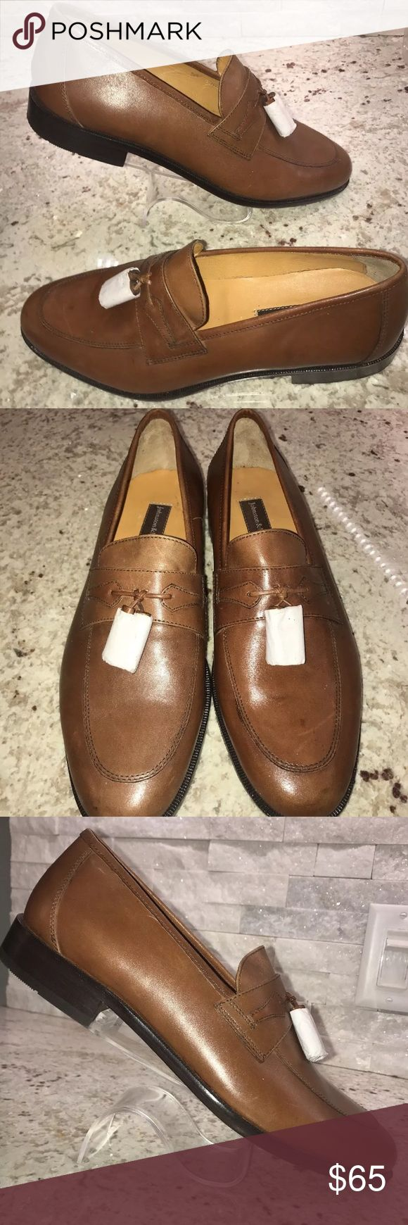💰💰SALE💰💰 JOHNSTON MURPHY! New! Size 9 M! These are brand new Johnston Murphy Tassle Apron Loafers.  Size 9 M!   They will not be shipped in the box.   Please see photos   Thanks for stopping by! Follow me as I'm always adding new items!   I do offer bundling for discounts! Or make an offer! 😊 Johnston & Murphy Shoes Loafers & Slip-Ons