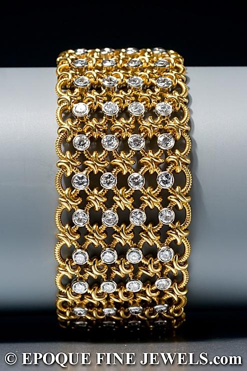 CARTIER, LONDRES  Un brazalete de diamantes elegante,  compuesto por cinco hileras de eslabones de oro amarillo de cable anulares, acentuados con 104 diamantes talla brillante, montado en platino y oro amarillo de 18 quilates.  Londres, alrededor del año 1962