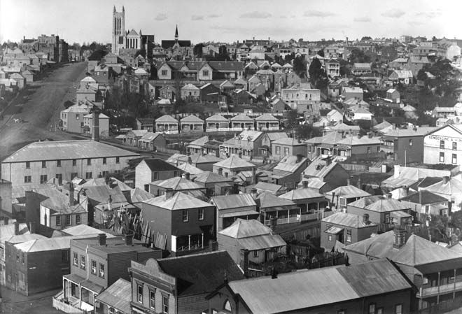 Freemans Bay, a hillside suburb between Ponsonby and the harbour, was where Auckland's poor were concentrated at the start of the 20th century. This jumble of small, cheaply built and insanitary slum houses prompted a press campaign to move its residents into low-cost suburban housing.