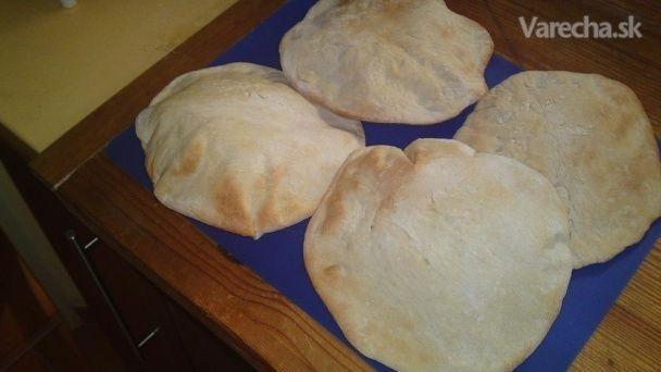 Pita chlieb podľa Ester Fuszeres