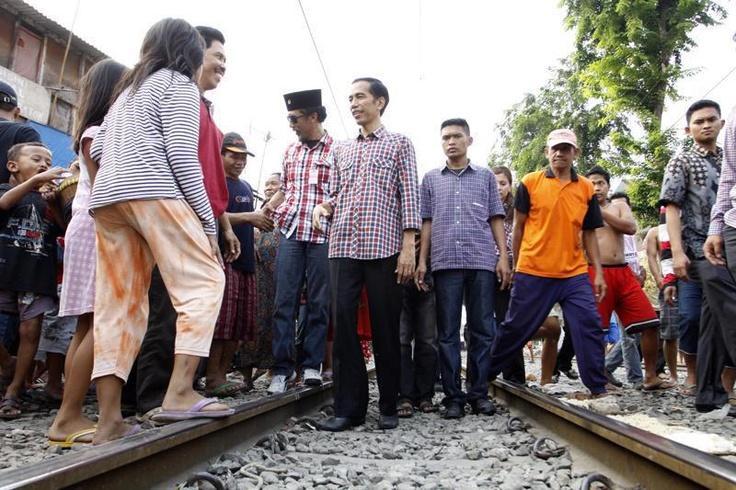 Jokowi: Rumah di Pinggir Rel Harus Ditata, Bukan Digusur