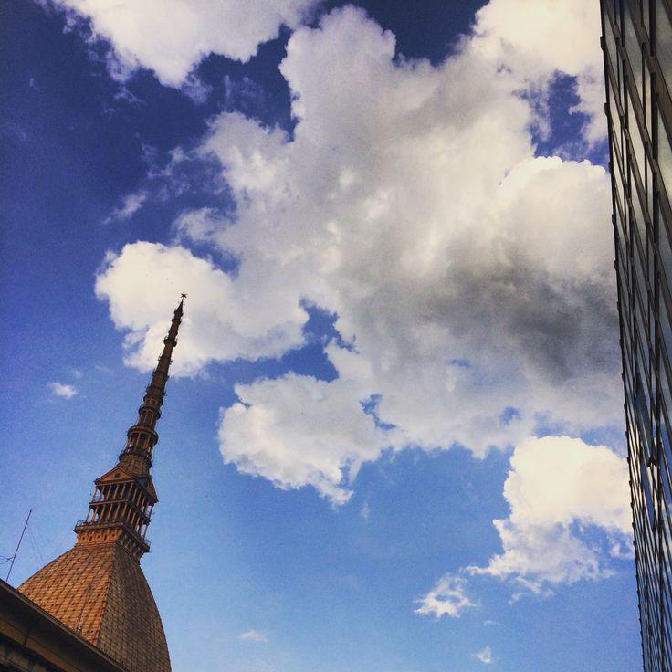 Torino, mole Antonelliana dopo una leggera pioggerelllins di maggio