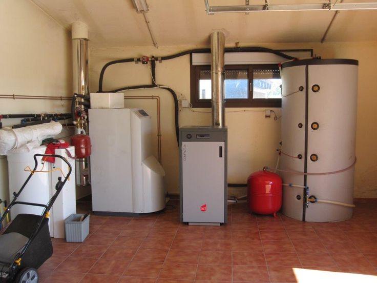 caldera pellet combinada con paneles solares y con otra caldera de gasoil mediante un deposito de inercia.