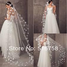Resultado de imagen para novias con tiara y velo
