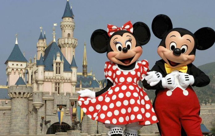 Τα παιδιά του Τσίπρα το μυστικό ταξίδι στο Παρίσι και το Disneyland_gate