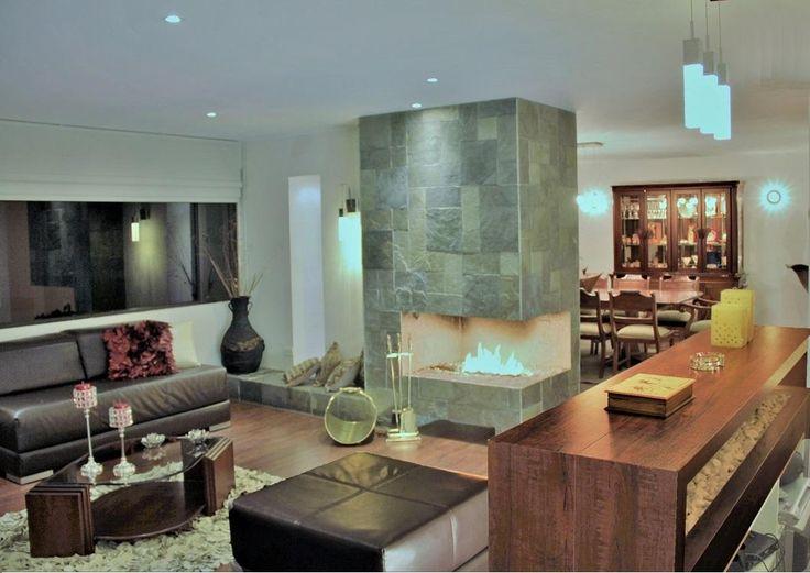 AMPLIO DEPARTAMENTO 100% remodelado por diseñador profesional, ubicado frente al Swissotel Quito con excelente conexión.   DISTRIBUCIÓN:  • Sala con chimenea  • Comedor  • Cuarto de Estudio  • Amplia cocina moderna  • Dormitorio Master con jacuzzi  • 2 dormitorios con walking closet  • 1 dormitorio para visitas  • 4 baños completos  • Cuarto de máquinas   EXTERIORES:  • 2 Estacionamientos.  • 1 bodega de 4.50 m2   PRECIO:  • $284.000 Negociables