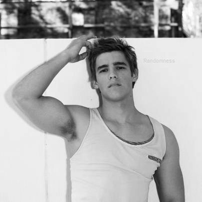 brenton thwaites is my bæ