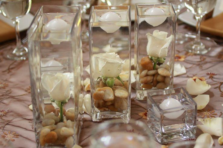 Centro de mesa tríptico con rosas y piedras. Simple y hermoso! www.fullbodas.com