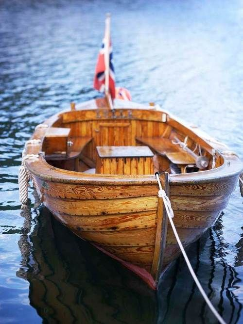 What a sharp looking little boat. Very nice.