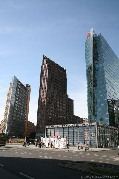 Potsdamer Platz, ahi estaba la casa SONY, el KULTUR centro, una docena de museos se ubican en esta plaza y la maravillosa coleccion Damler que exhibia una muestra de arte conceptual