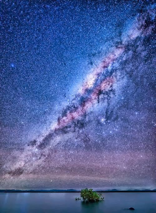 @PinFantasy - Milky Way as seen from Airlie Beach, Queensland, Australia. ~~ For more: - ✯ http://www.pinterest.com/PinFantasy/ciencia-~-cosmos-universo/