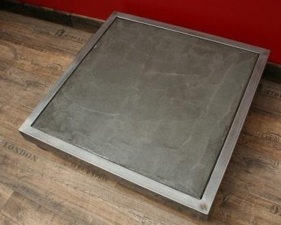 Table basse béton carrée sur roulettes