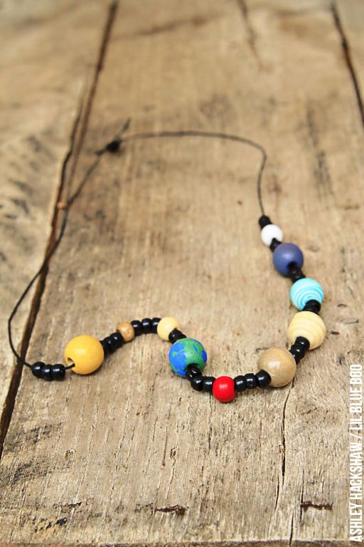Space craft activity: solar system necklace project. Make this simple planet craft with kids so they can test their planet and solar system knowledge!