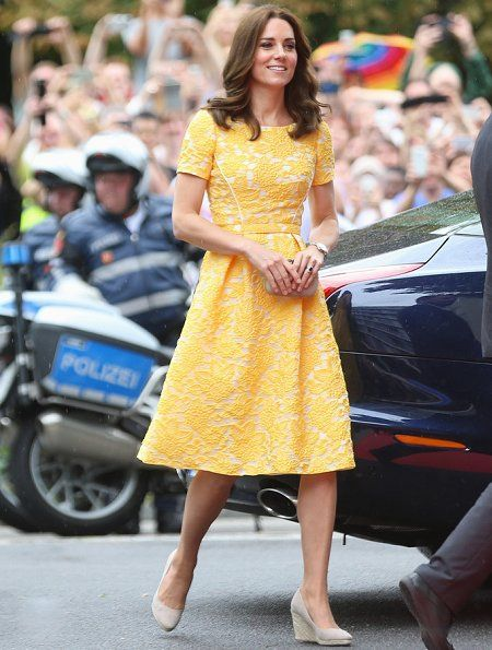 On the second day of their visit to Germany, Prince William, Duke of Cambridge and Catherine, Duchess of Cambridge the visited German Cancer Research Centre in Heidelberg in Germany. The Duke and Duchess of Cambridge visited the stem cell research lab. Then, The Royal Couple visited a traditional German market in Heidelberg. 20 Jul 2017