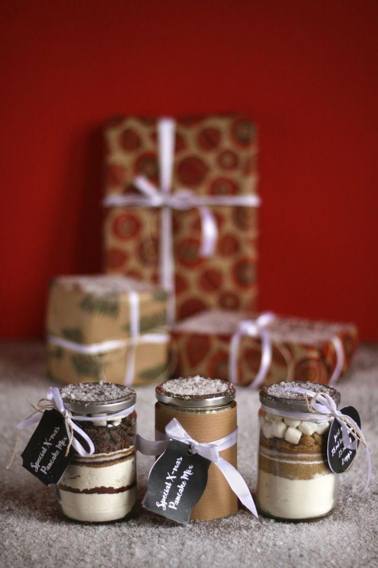 Pfannkuchen Backmischungen mit selbst gemachten Etiketten und winterlicher Deko