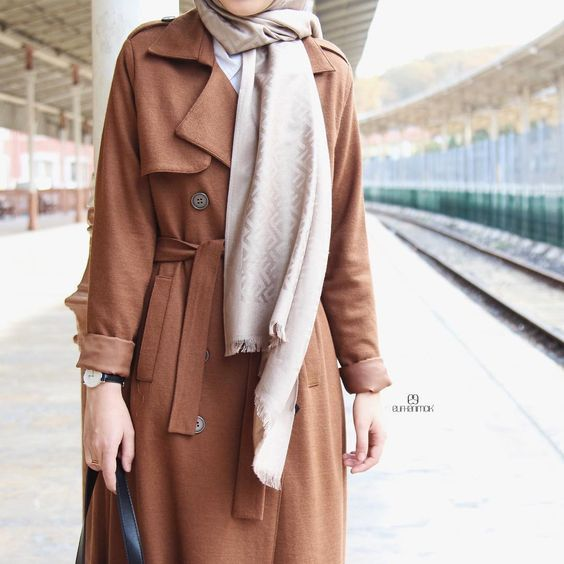 Hijabi traveling style http://www.justtrendygirls.com/hijabi-traveling-style/