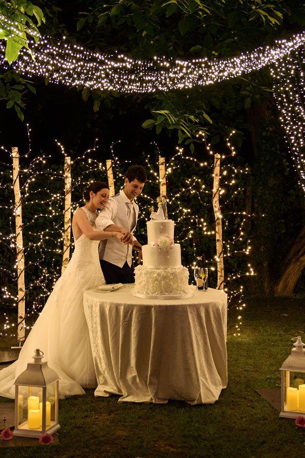 Luci Per Matrimonio Idee Luminose Per Allestire La Location Luminal Park Matrimonio Matrimonio Tavolo Torta Decorazioni Matrimonio