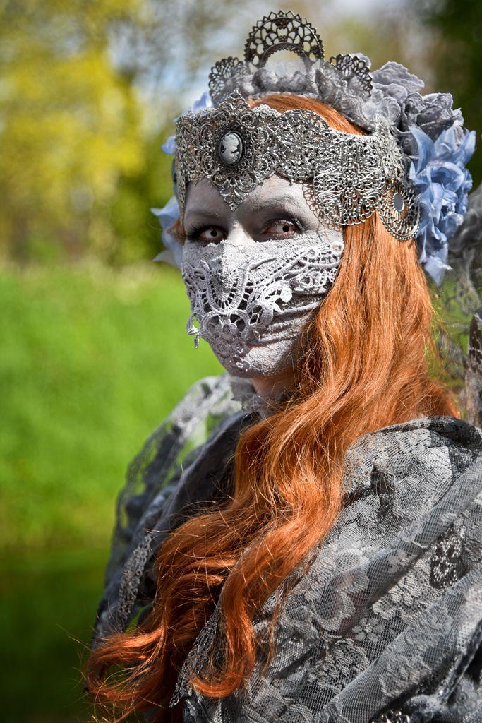 Ein Geheimtipp für Hobby-Fotografen und durchaus auch für Profis ist das Elfia Event, welches in jedem Jahr zweimal stattfindet. Im Frühling könnt ihrElfia im holländischen Schloss de Haar bestaunen, wo sich die traumhafte Kulisse in diesem Jahr vom 23. - 24.04.2016 in ein wahres Fantasieland verwandelt hat. Elfia ist nicht irgendein Event, es ist das Königreich Elfia, mit einer eigenen F ...