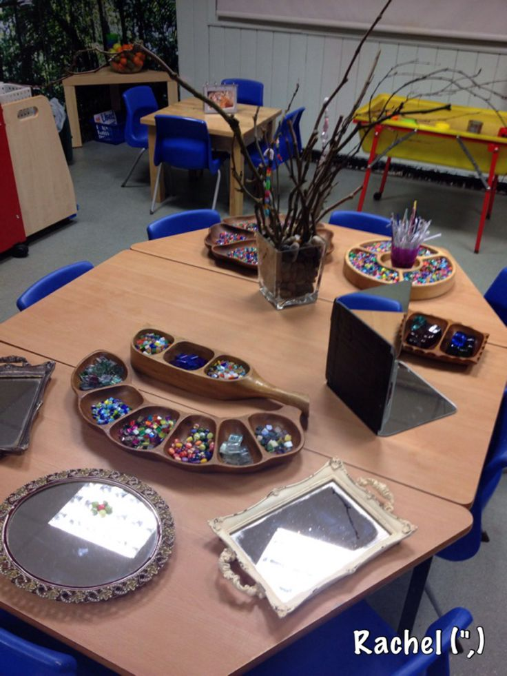 This is a colourful and fun fine motor activity for children. Utilizing the loose parts, they can create their own artwork on mirrors, threading beads using string or using glue to attach pieces. Sorting through colours and making patterns, all things to encourage learning and imagination. At the end, they can have a take-home art project that they can be proud of.