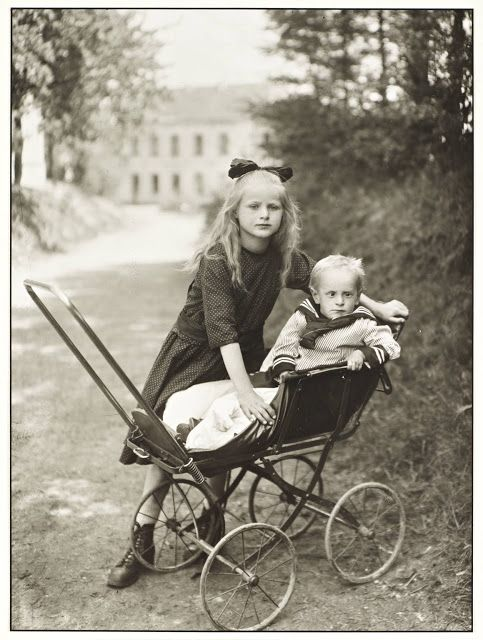 August Sander, Brother and Sister c. 1922, printed 1990
