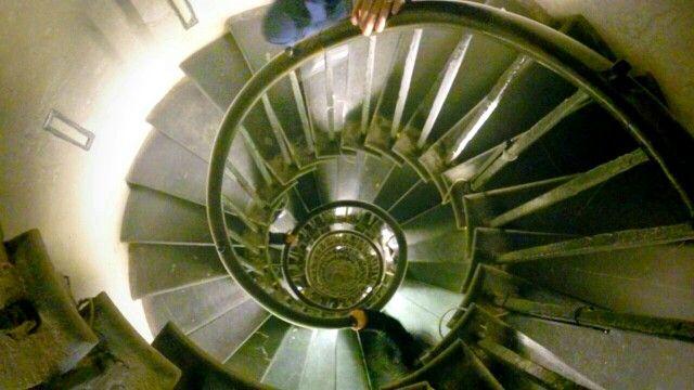 London monument, 311 steps