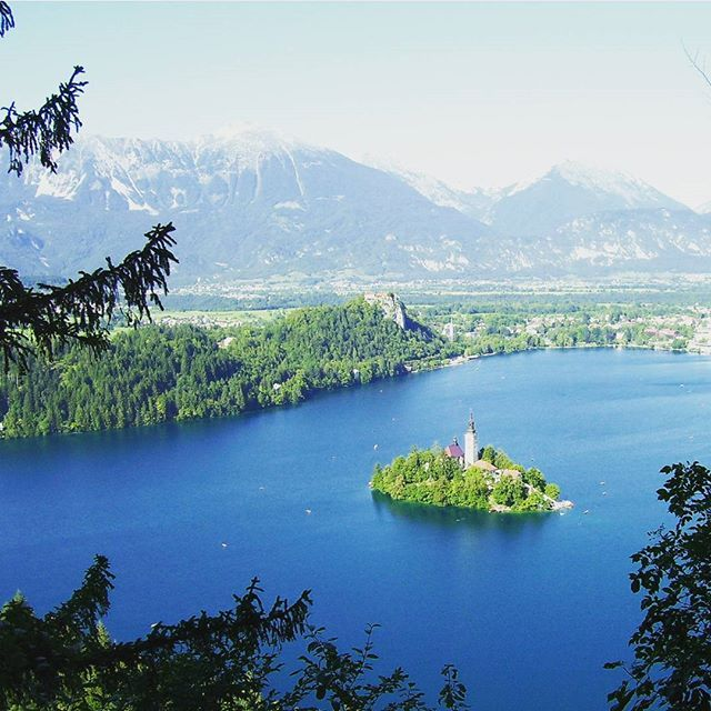 In which country can you find this lake?  #geography #lake #nature #island #church #trivia #quiz #potd #pictureoftheday #funfacts #question #questions  #travel #QuizNight #PopQuiz #quizz #pubquiz #quizzes #quizup #quizhunter #iqquiz #quizgame #quizmaster #petitquizz #quizmastertrivia #pubtrivia #triviaquestion #teamtrivia #4trivia #triviacrack