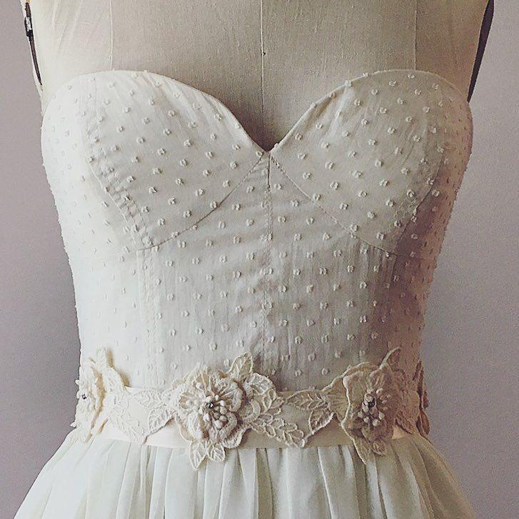 ウェディングドレスに合わせるサッシュベルトのデザインまとめ | marry[マリー]