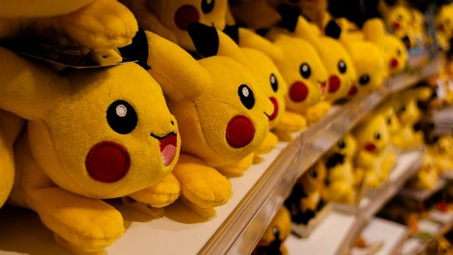 Petit jeu - Attrape Pokémon : Un enfant jouera le rôle d'un membre de la Team Rocket, et les autres seront les Pokémons. L'enfant de la Team Rocket doit toucher les Pokémons avec sa balle en mousse. Le Pokémon touché est alors immobilisé.