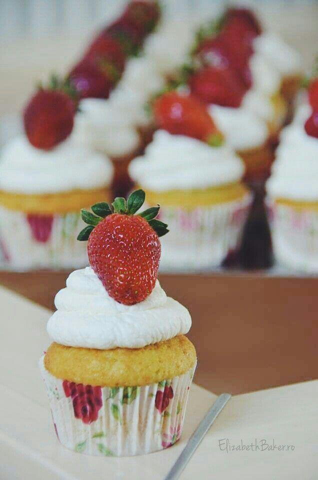 Vanilla strawberry cupcakes