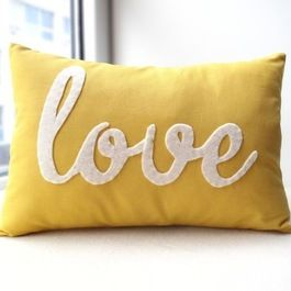 love pillow: Diy Valentines Day, Living Rooms, Yellow Pillows, Accent Pillows, Diy Gifts, Throw Pillows, Accent Colors, Decor Pillows, Diy Pillows