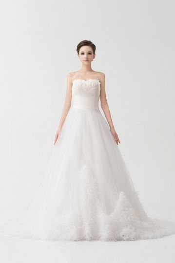 Beautiful Ruching Plume Lace Organza Wedding Dress