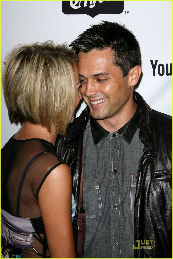 back view of chelsea kane's hair-- if I had short hair.. Love this!