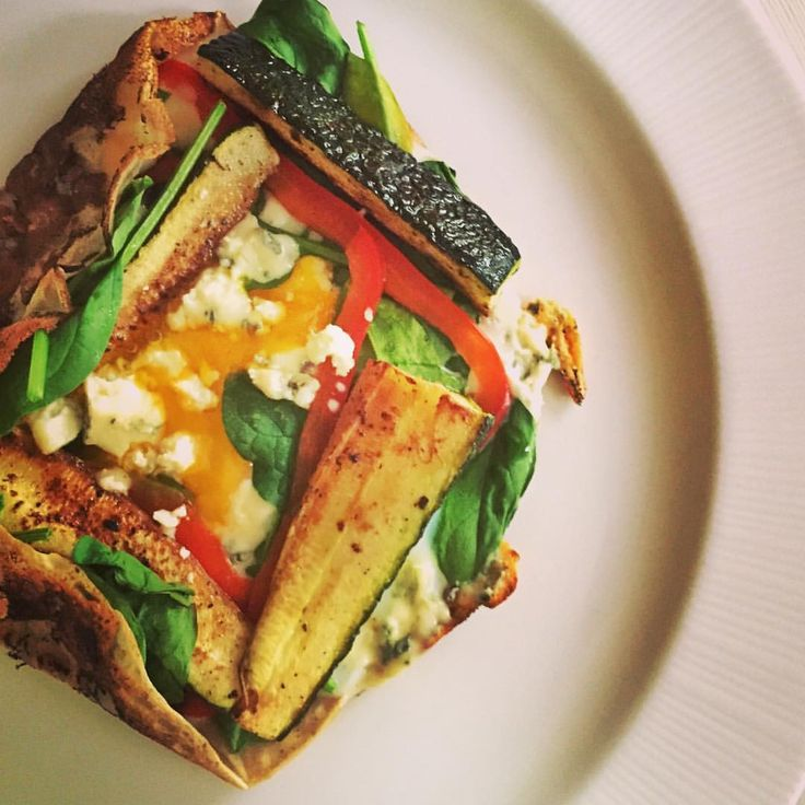 Breton #Galette with spinach, roasted zucchini, red peppers, blue cheese& egg #eatgreen