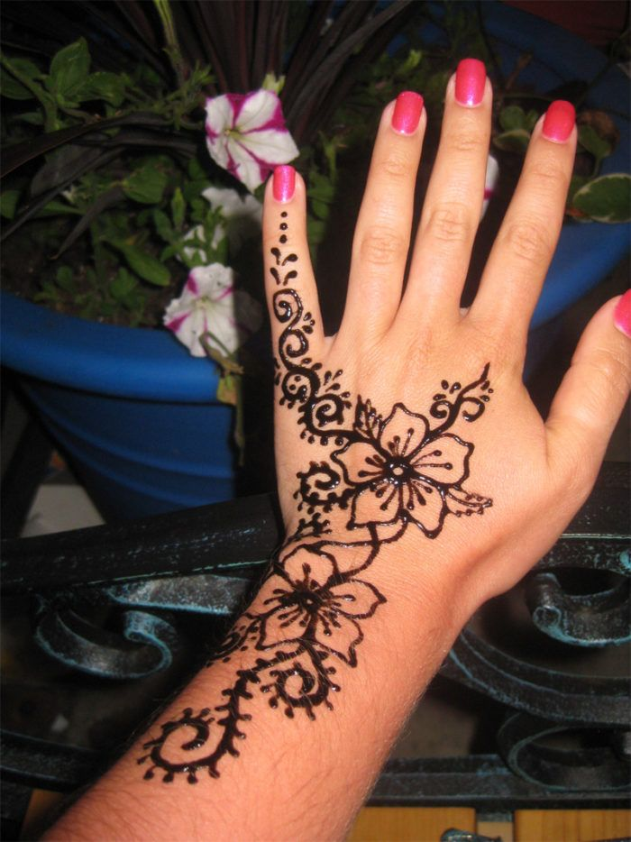 Simple Henna Tattoos For Spring And Summer Henna Tattoo Designs