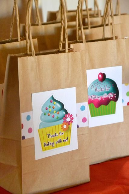 Cupcake birthday favor bags...have to make these for our cupcake parties for kids!!!