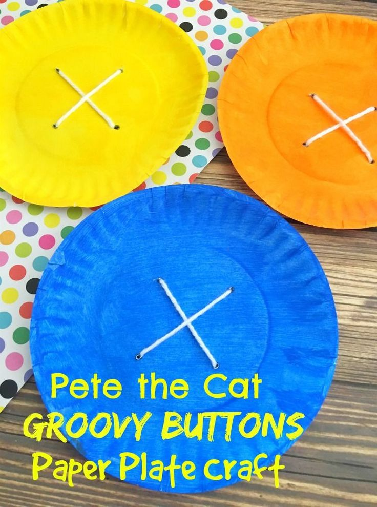DIY Pete the Cat Groovy Buttons Paper Plate Craft - SO cute for preschool story hour or kindergarten writing and reading centers. One of my favorite children's books!