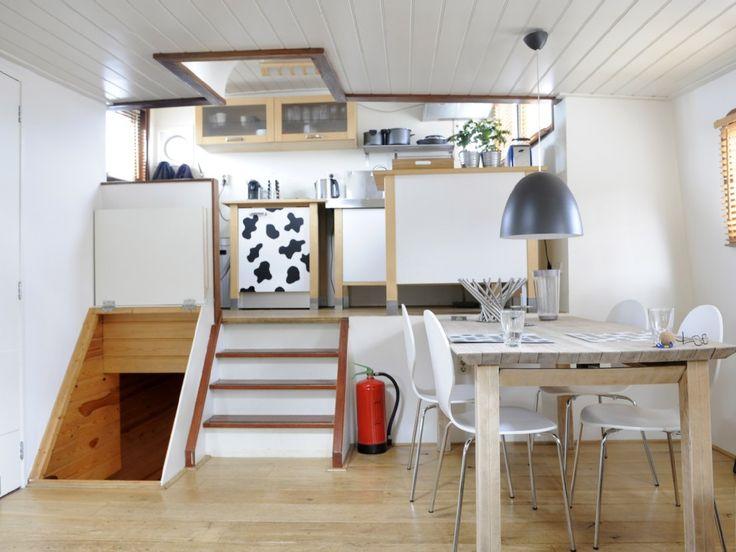 houseboat basement entry