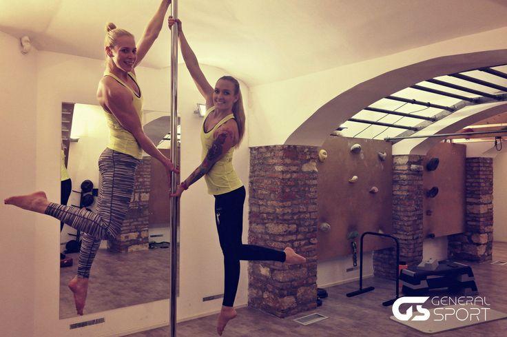 Lucie Mandelíková a Lenka Vrtišková ve fitness Honzy Kareše