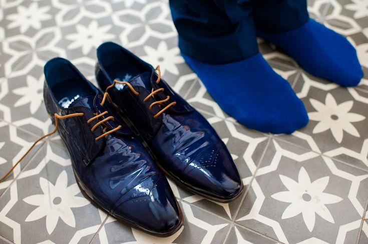 Mooie glimmende blauwe schoenen voor de bruidegom  #bruidegom #trouwpak #schoenen #trouwen