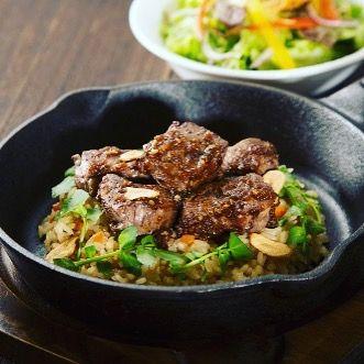 おはようございます☀️ 不二家レストランからのお知らせ^_^ . 11月29日(水)は『にくの日』❣️ . 不二家レストランでは毎月29日を『にくの日』として、お肉を使用したメニューを特別価格にてご提供しています💕 . 11月も『牛フィレカットステーキのガーリック焼きごはん(サラダ付)』が通常価格1,290円(+税)のところ、特別価格1,029円(+税)にて販売‼️ . 柔らかな牛フィレを食べやすい大きさにカットし、香ばしいガーリックライスにのせた、人気の鉄鍋メニューです👏 . 数量限定となりますので、売り切れの際はご了承下さい。 . 【実施店舗】 ◇東京都 福生田園店・西永福店・砧店・アルカキット錦糸町店 ◇神奈川県 横浜センター店・高田町店・善行店・津久井浜店・瀬谷店・北里病院前店・大和つきみ野店・秦野河原町店・川崎京町店・サウスウッド港北センター南店・川崎モアーズ店・鎌倉店 ◇埼玉県 浦和田島店・大宮北袋店・川口青木店・川口領家店・狭山根岸店・浦和コルソ店 ◇千葉県 千葉作草部店・千葉幕張店 ◇群馬県 前橋中央大橋店・伊勢崎店 ◇栃木県 栃木店 ◇茨城県 古河東本町店…