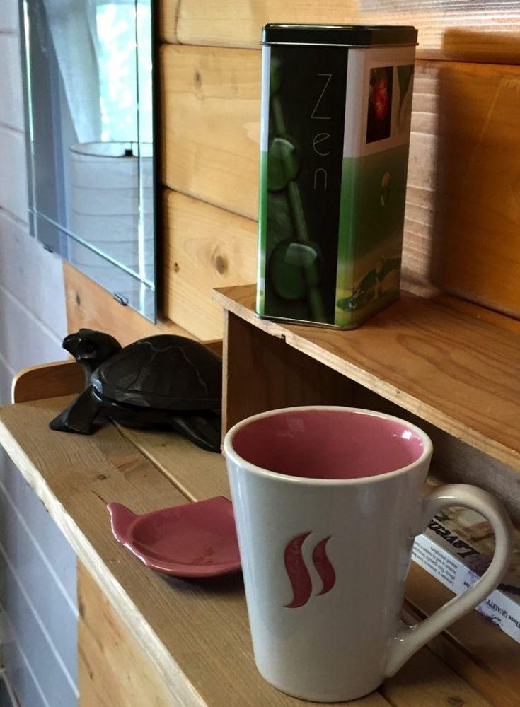 Un petit thé ? @LiveLove_Cook  - bouilloire sans fil à 11€ chez BABOU, - mug bicolore à 1€50, - repose sachet de thé à 1€.