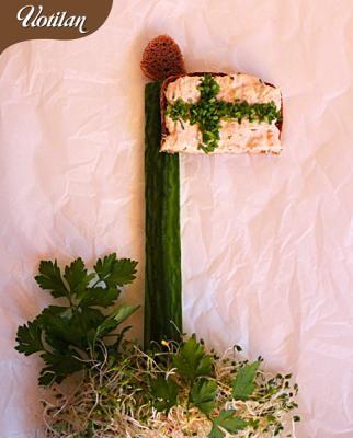 Itsenäisyyspäivän herkuksi kannattaa tehdä maukasta savulohilevitettä suomalaisen maalaisruislimpun päälle. Lippu salkoon ja eväät valmiiksi Linnan juhlia varten!