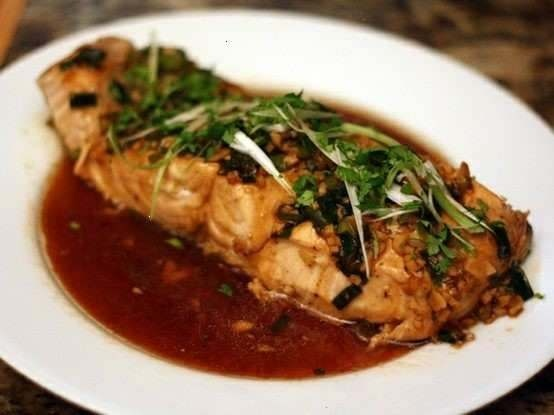 steamed salmon with garlic and ginger: Garlic Clove, Dinners Tonight, Gingers Salmon, Steam Salmon, Yummy Food, Gingers Recipes, Serious Eating, Favorite Recipes, Salmon Recipes