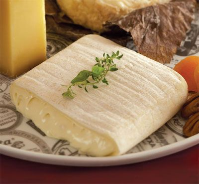 Robiola Bosina, from the Langhe region of northern Italy, is a perfect, creamy blend of cow's and sheep's milk.