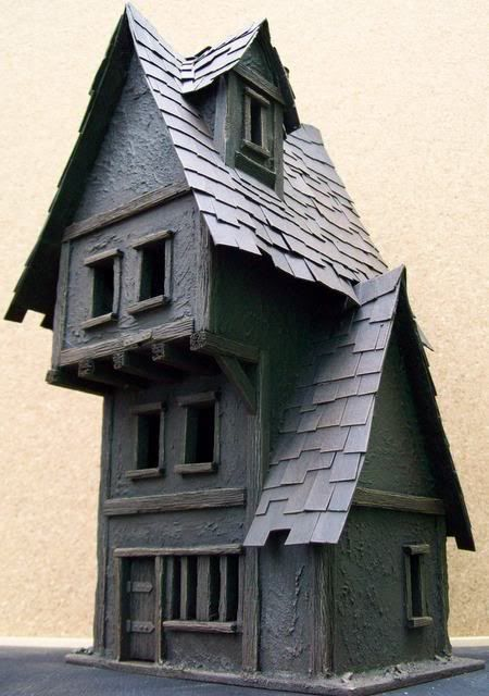 really like the overall shape of this house. though, for Mordheim it will need to have been smashed by meteorites and gutted by fire.