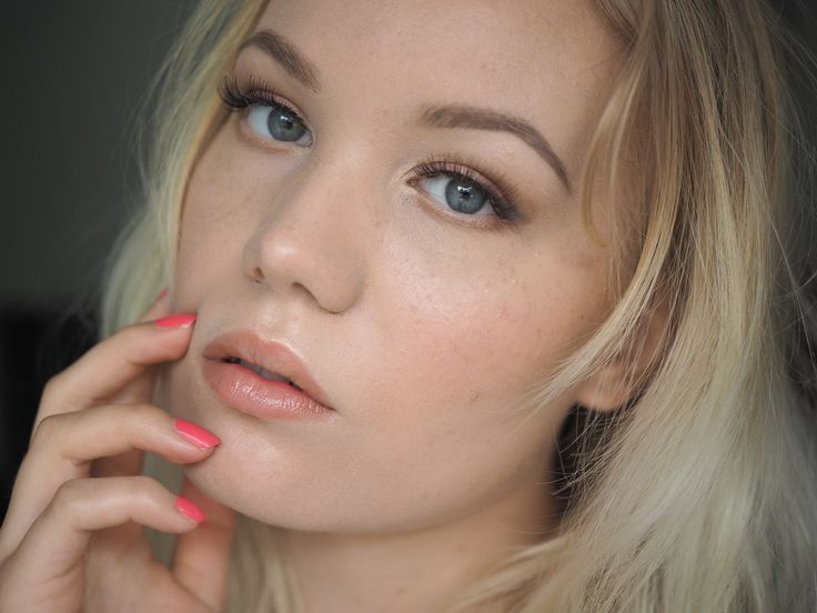 Soft peach makeup look | Charlotta eve
