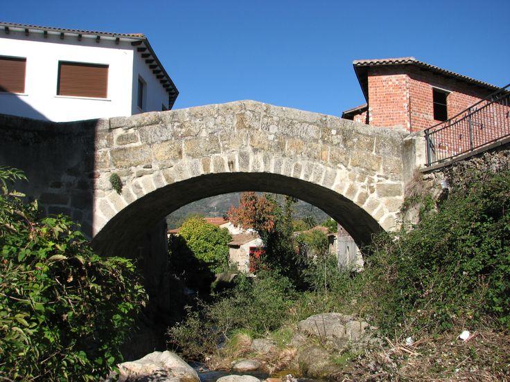 El Puente Romano sobre la Garganta Buitrera. La seña de identidad de Aldeanueva es su situación en la Vía de la Plata.