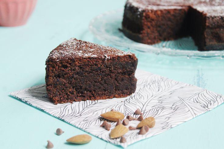 TORTA HÚMEDA DE CHOCOLATE SIN TACC - Esta Torta húmeda de chocolate sin TACC es la gloria.  Probala reemplazando ⅓ de la totalidad del harina por #Maizena para que quede suave y esponjosa.