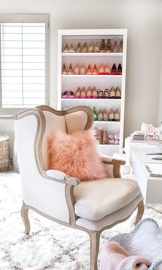 We all love a extremely organized and color coordinated closet but it's not always as easy as it looks. Here are our tips for getting a fashion girl approved closet