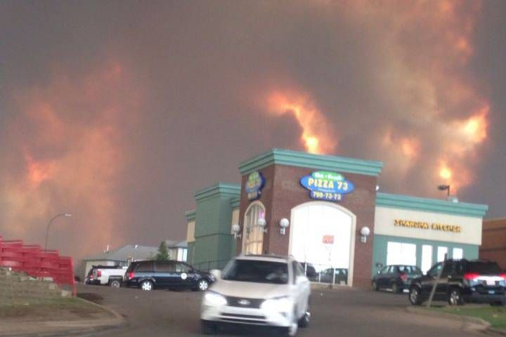 05/03/2016 - Fort McMurray wildfire: Residents take to social media as situation intensifies